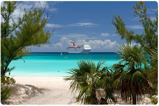 half-moon-cay-bahamas-blue-ocean